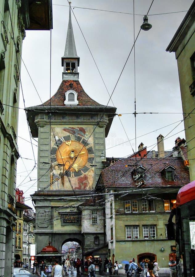Torre de pulso de disparo de Zytglogge em Berna do centro, Suíça foto de stock royalty free