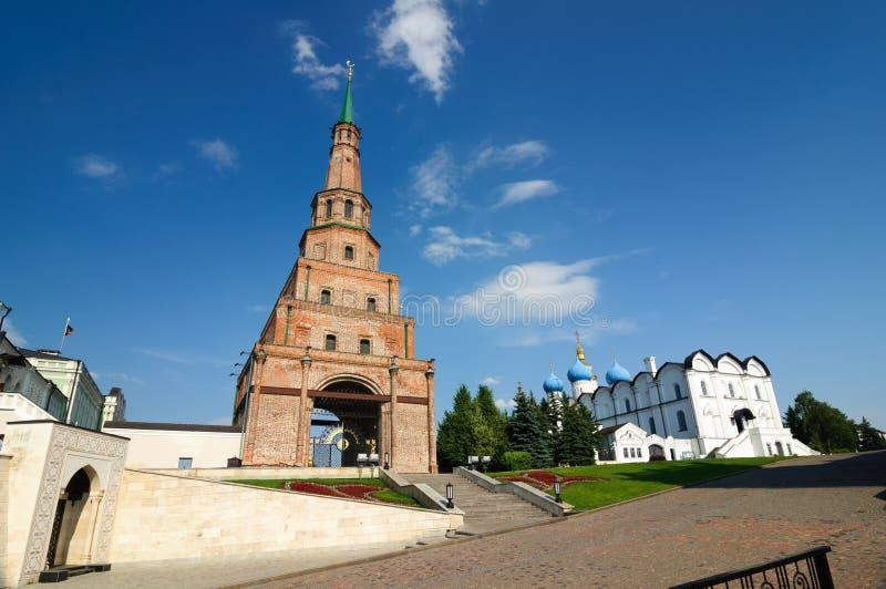 A torre de queda Syuyumbike no Kremlin de Kazan, república de Tartaristão imagem de stock