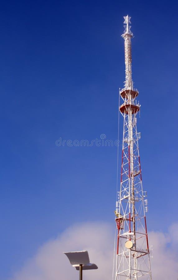 Torre de radio metálica grande de la TV foto de archivo