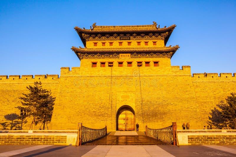 A torre de reconstrução da parede e da porta da cidade de Datong. fotos de stock