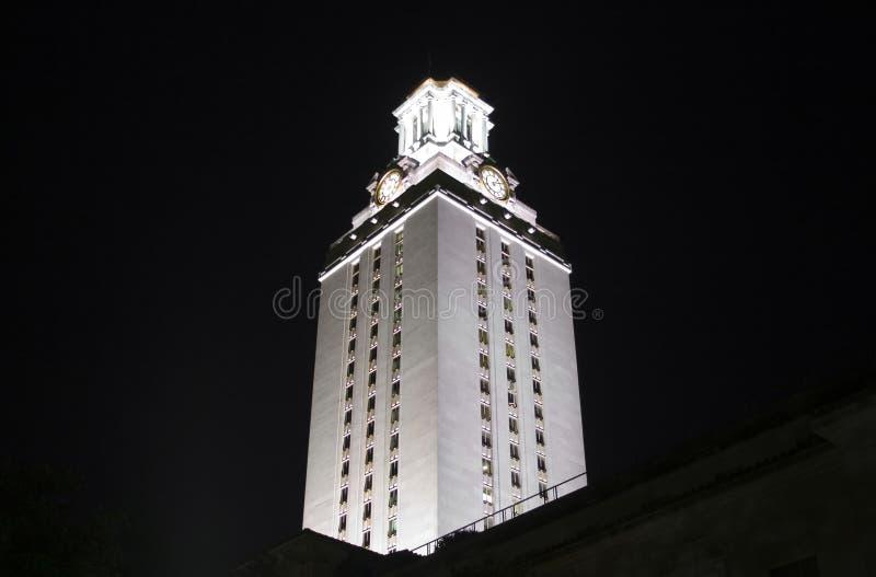 Torre de reloj de la Universidad de Texas en la noche fotos de archivo