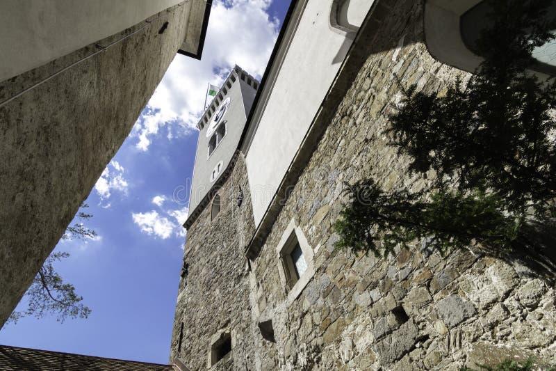 Torre de reloj del castillo de Ljubljana, Eslovenia imagenes de archivo