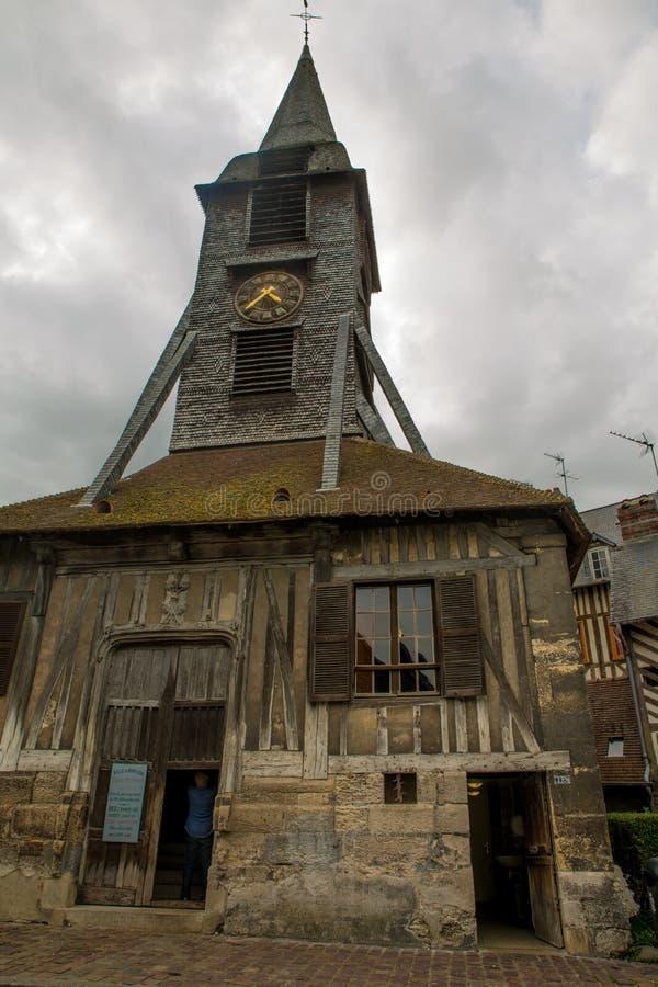 Torre de reloj del chuch de Sainte Catherine en Honfleur imagen de archivo libre de regalías