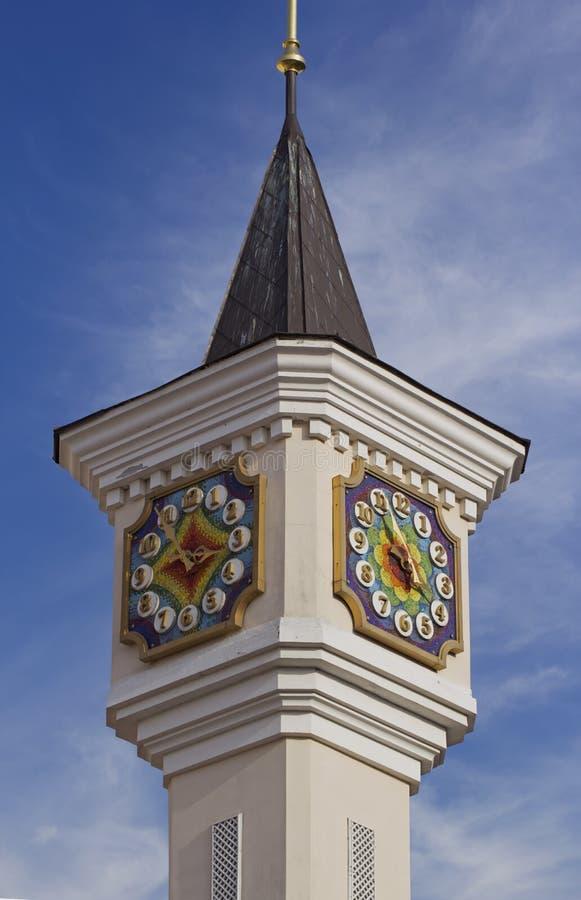 Torre de reloj del teatro de la marioneta fotos de archivo
