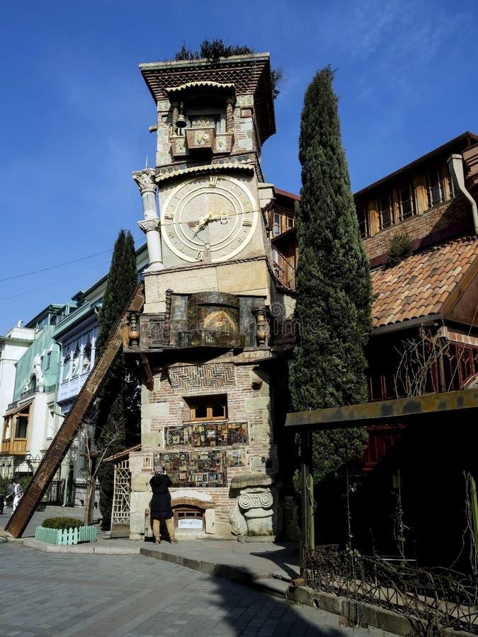 Torre de reloj del teatro de Gabriadze en Tbilisi imagen de archivo