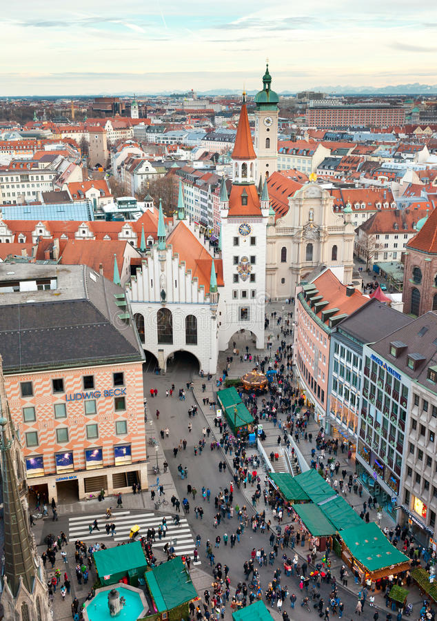 Torre de reloj del zodiaco, Munich, Alemania fotos de archivo
