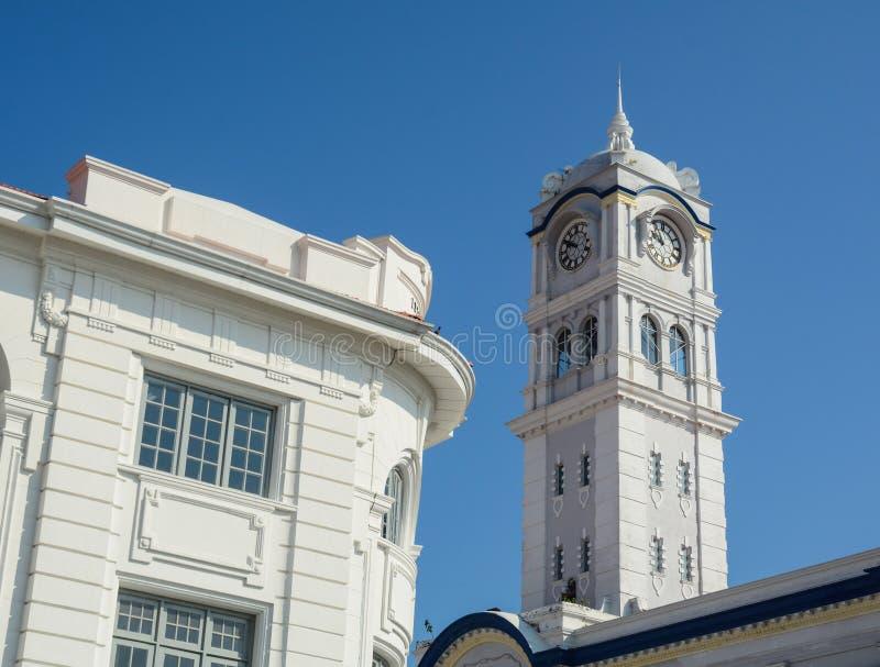 Torre de reloj en ayuntamiento en Penang, Malasia imagenes de archivo