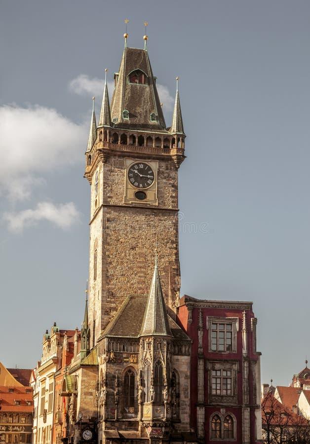 Torre de reloj en la ciudad vieja de Praga foto de archivo