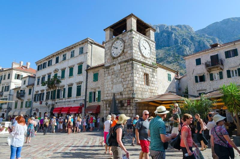 Torre de reloj en la plaza de Oruzja, ciudad vieja, Kotor, Montenegro foto de archivo libre de regalías