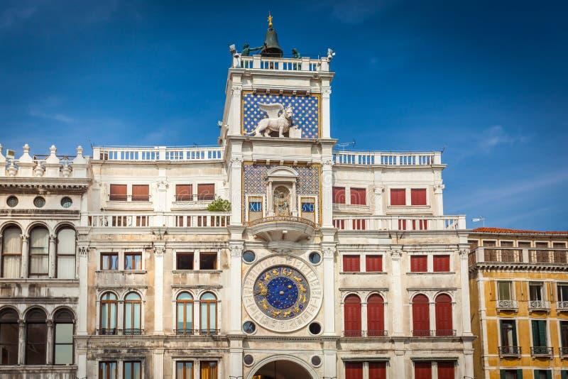 Torre de reloj en la Plaza de San Marcos en Venecia fotografía de archivo