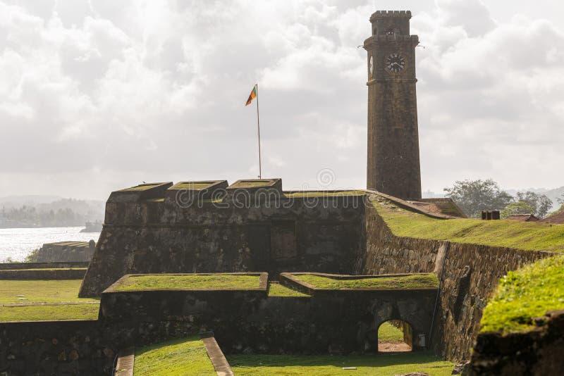 Torre de reloj de la ciudad en la ciudad de Galle en Sri Lanka Galle - la ciudad más grande y el puerto del sur de Sri Lanka fotografía de archivo