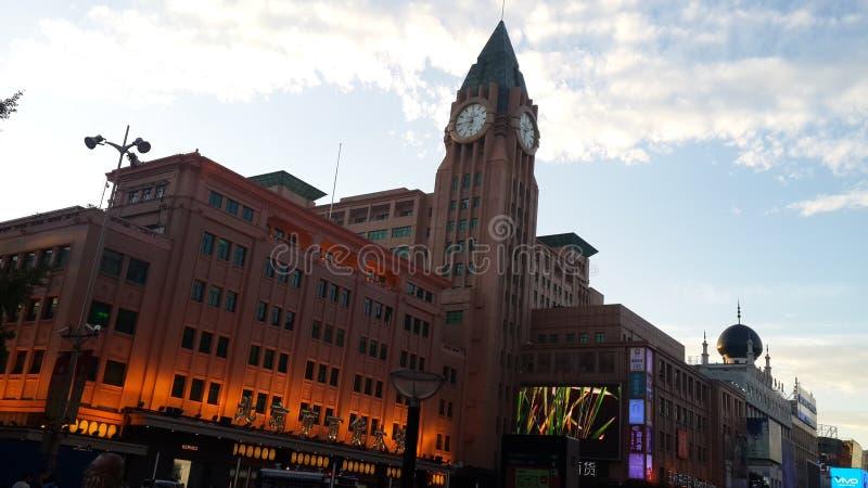 Torre de reloj de Omega de la alameda de Wangfujing imágenes de archivo libres de regalías