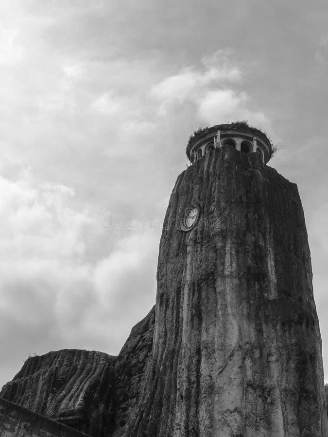 Torre de reloj de piedra imagenes de archivo