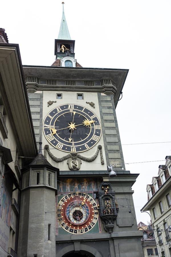 Torre de reloj de Zytglogge en Berna Suiza imagenes de archivo
