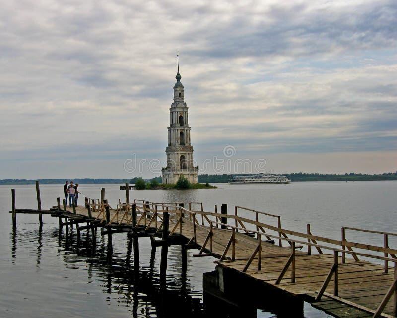 Download Torre De Sino Afogada Em Kalyasin, Rússia Foto de Stock - Imagem de afogado, céu: 540986