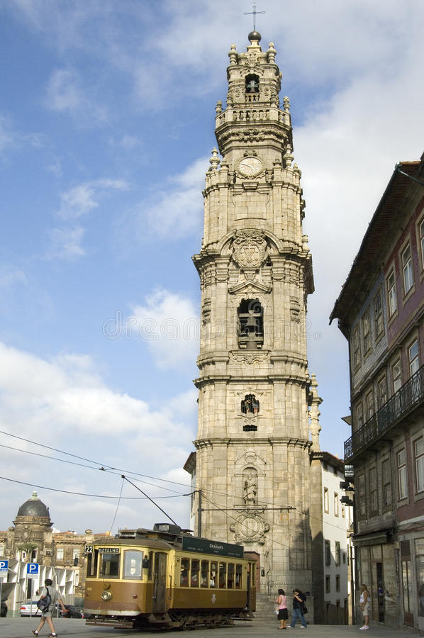 Torre de sino barroco de Porto da igreja de Clérigos fotografia de stock royalty free