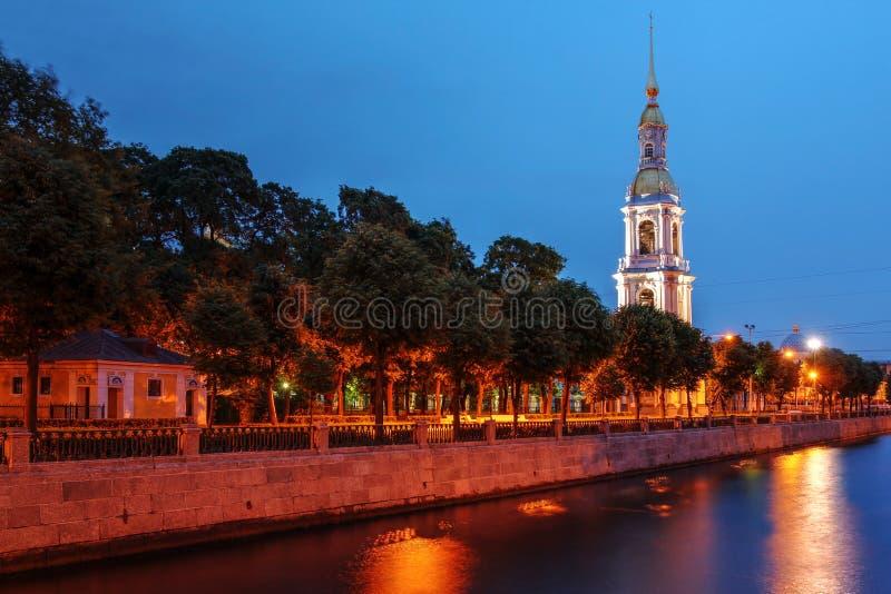 A torre de sino da catedral de São Nicolau, St Petersburg, Rússia fotos de stock royalty free