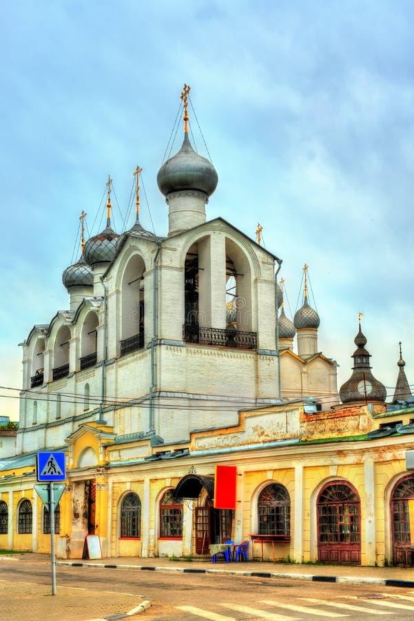 Torre de sino da catedral da suposição no Kremlin de Rostov em Yaroslavl Oblast de Rússia imagens de stock