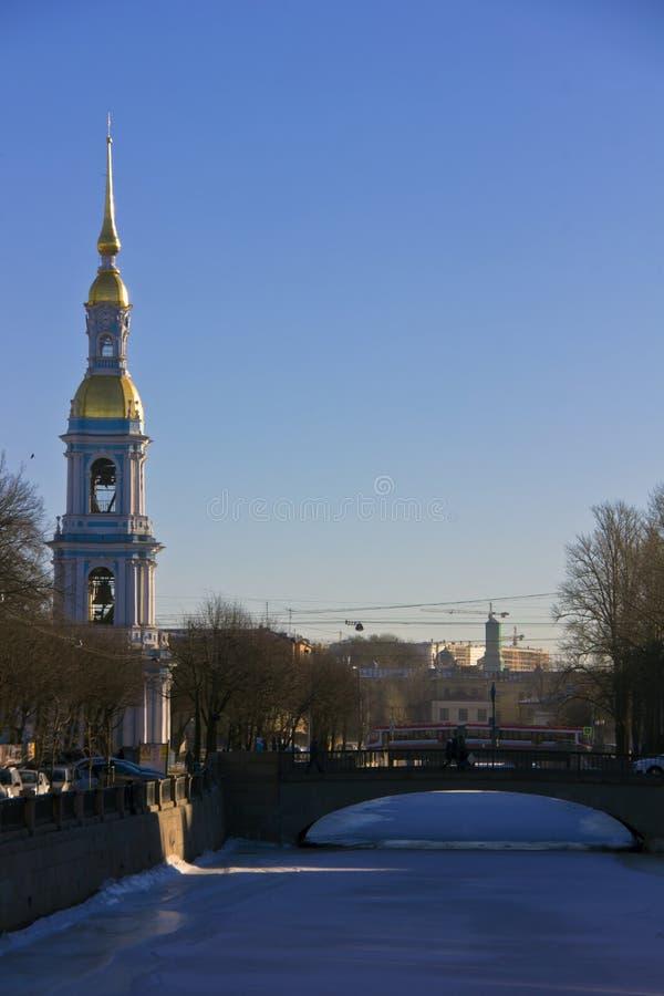 Torre de sino de Nicholas, St Petersburg, Rússia fotografia de stock
