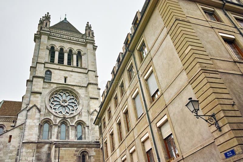 Torre de sino de St Pierre Cathedral em Genebra, Suíça fotos de stock