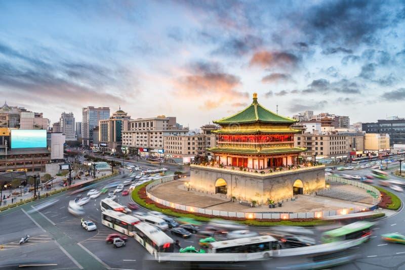 Torre de sino de Xian no por do sol fotos de stock royalty free