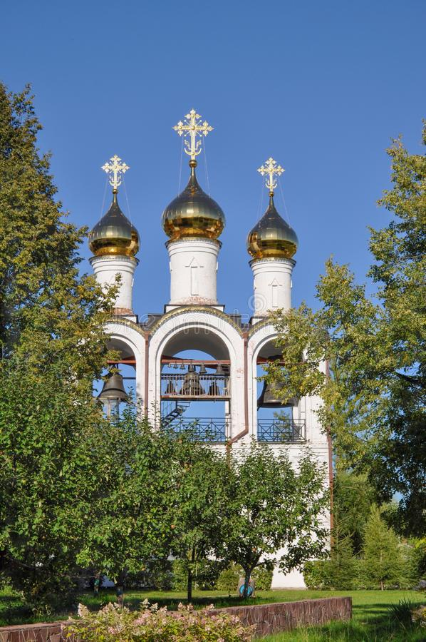 Torre de sino em St Nicholas Cathedral em Pereslavl Zalessky, St Nicholas Convent, Rússia fotos de stock royalty free
