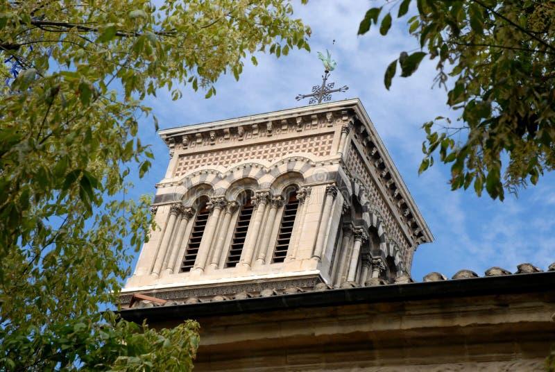 A torre de sino imponente da catedral do Valence em França imagens de stock royalty free
