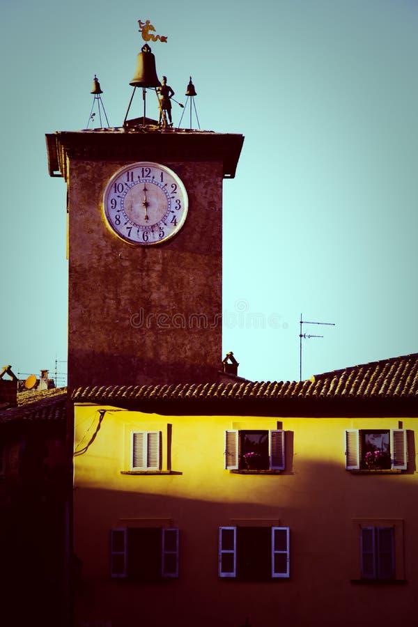 Torre de sino medieval na cidade de Orvieto Itália foto de stock royalty free