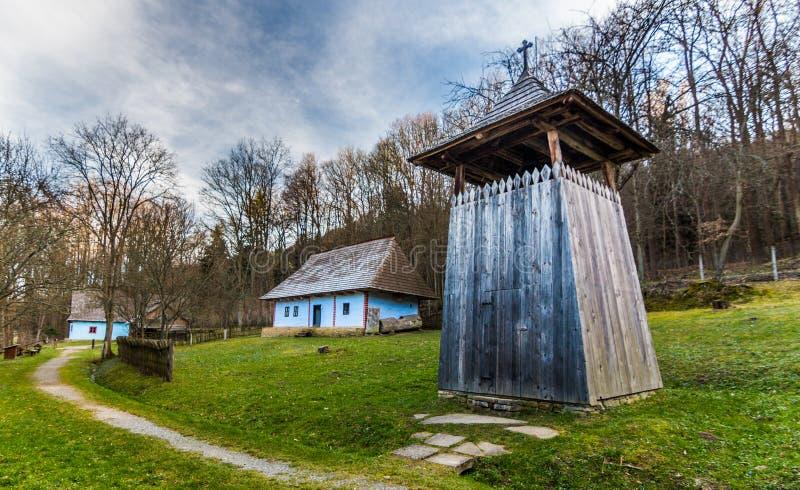Torre de sino no museu do ar livre em termas de Bardejov foto de stock royalty free