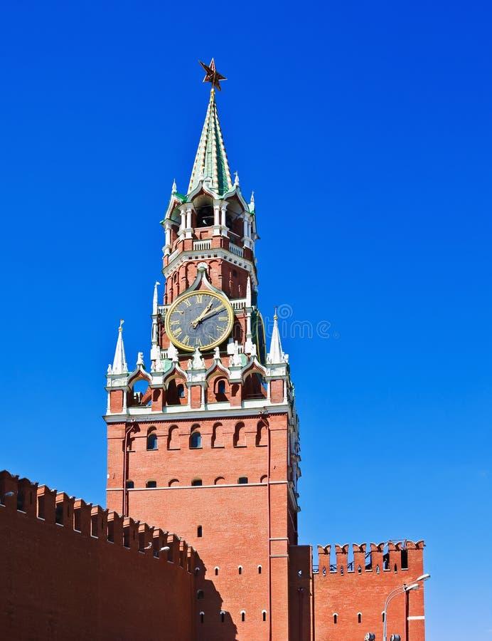Torre de Spasskaya do Kremlin de Moscou imagens de stock
