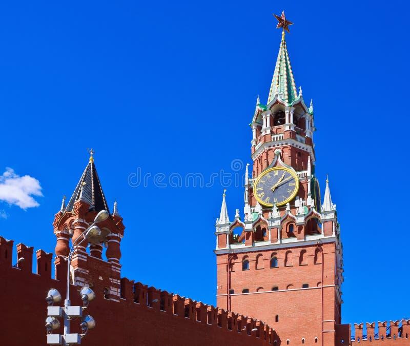 Torre de Spasskaya do Kremlin de Moscovo foto de stock