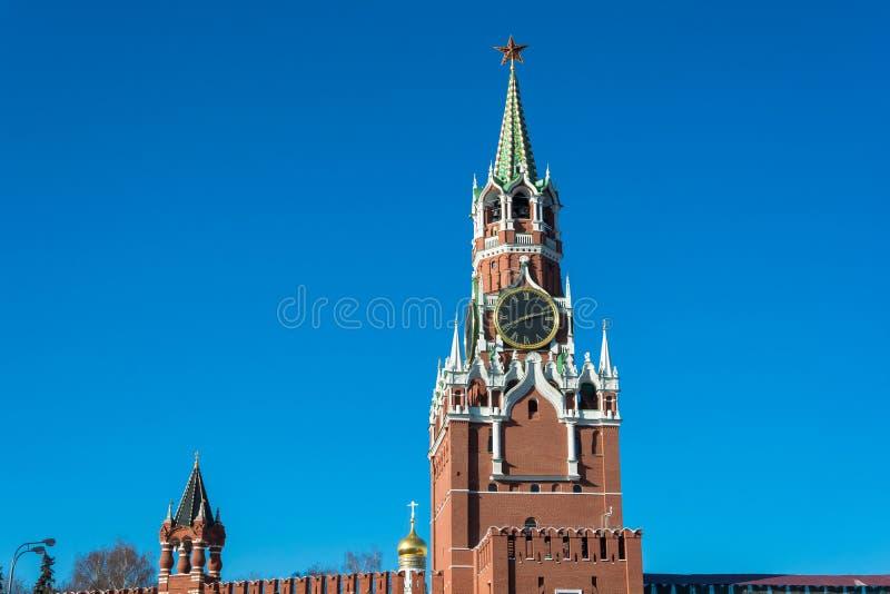 Torre de Spasskaya do Kremlin de Moscovo fotografia de stock