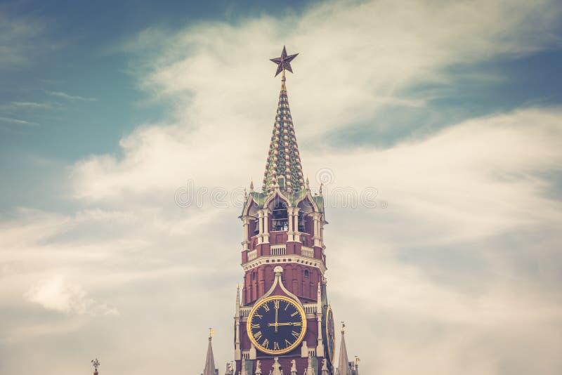Torre de Spasskaya do Kremlin de Moscovo fotografia de stock royalty free