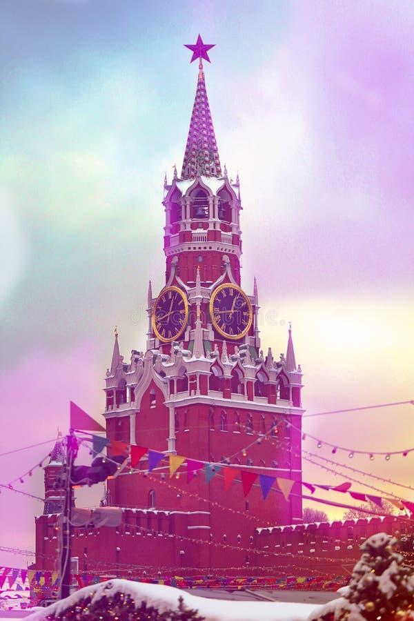 Torre de Spasskaya em Moscou no fim fotografado quadrado vermelho acima imagem de stock