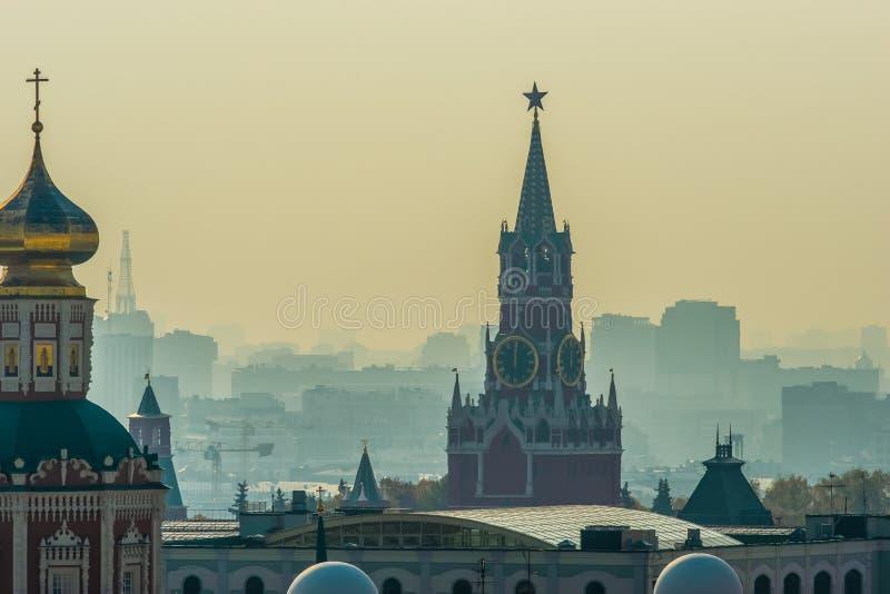 Torre de Spasskaya Savior's do Kremlin de Moscou fotografia de stock