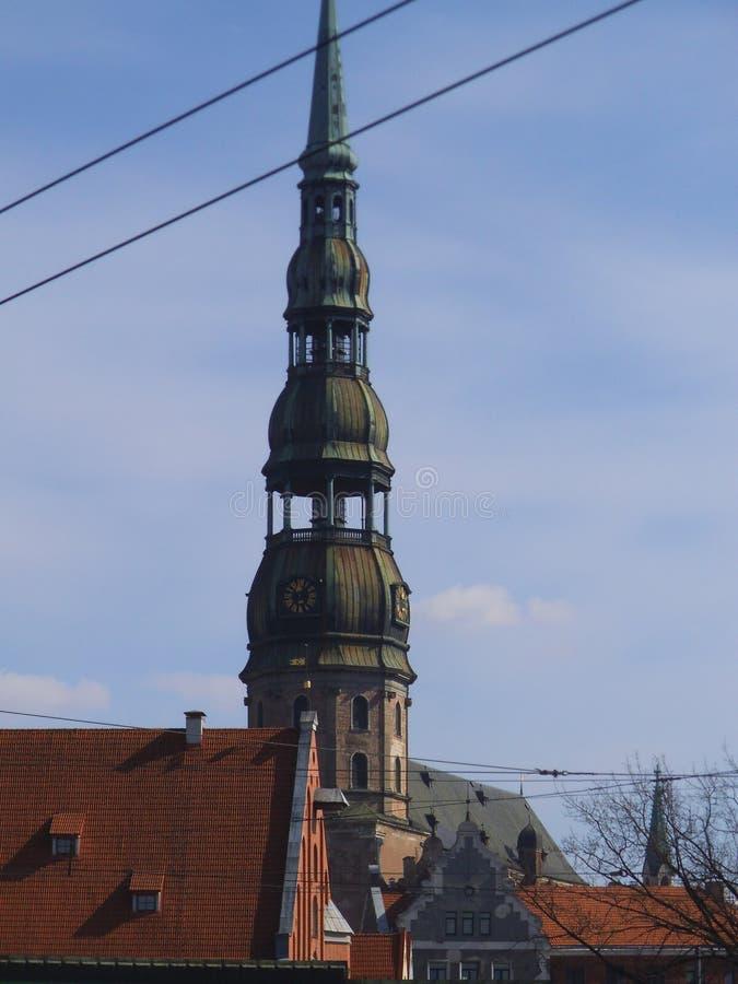 A torre de St Peters Church de Rigas foto de stock royalty free