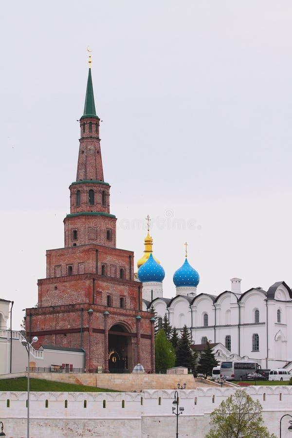 Torre de Suyumbike e catedral do aviso Tartaristão, Rússia imagens de stock