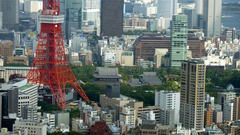 Torre de Tokio y templo de Zojo-ji, Tokio, Japón foto de archivo