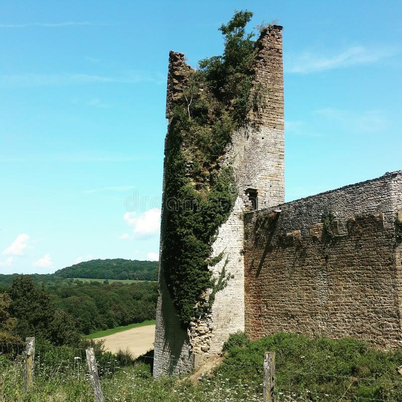 Torre de una ruina vieja del castillo fotos de archivo libres de regalías