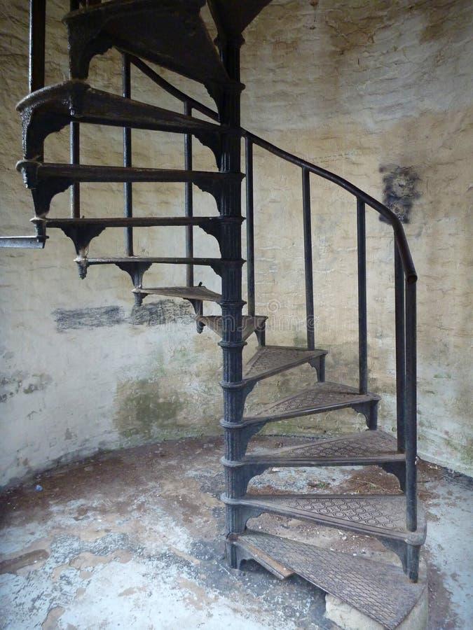 Torre Ded del puesto de observación sobre ciudad del beroun en República Checa con una escalera redonda imagen de archivo