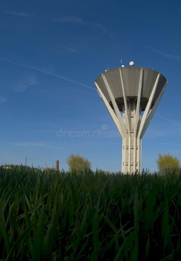 Torre del abastecimiento y del almacenaje de agua fotografía de archivo libre de regalías