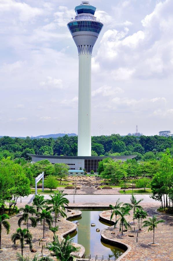 Torre del aeropuerto internacional de Kuala Lumpur imagenes de archivo