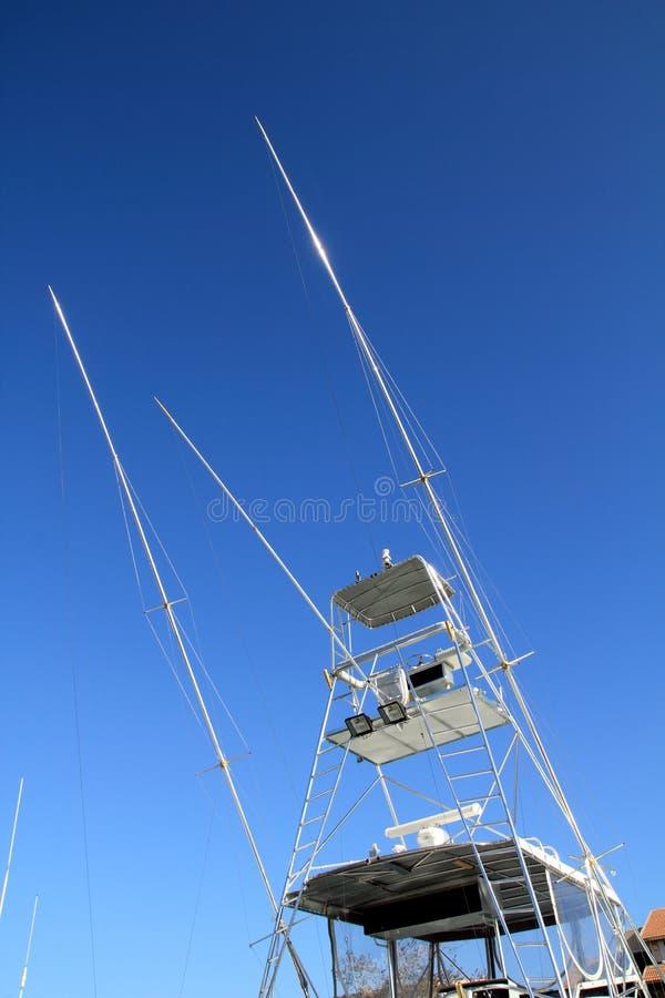 Torre del atún del puente de mosca del barco del pescador de Flybridge alta foto de archivo