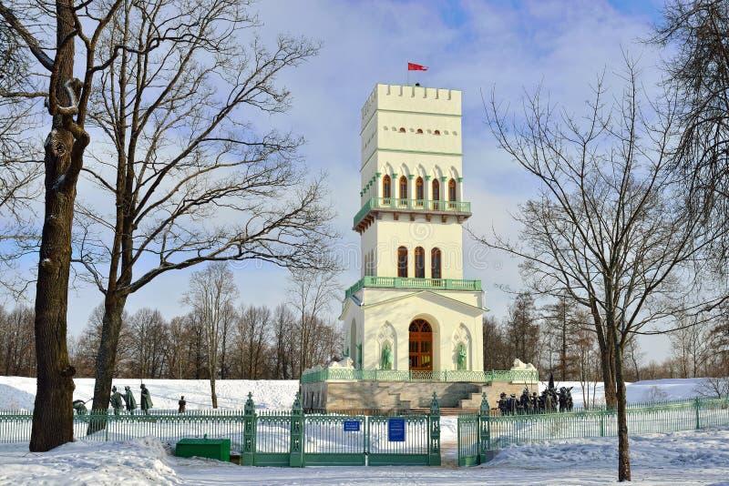 Torre del blanco puro en el parque de Alexander en Pushkin, fotografía de archivo libre de regalías