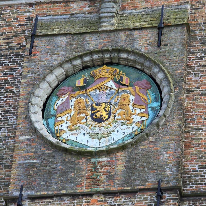Torre del campanario de una iglesia en Brujas, Bélgica fotografía de archivo
