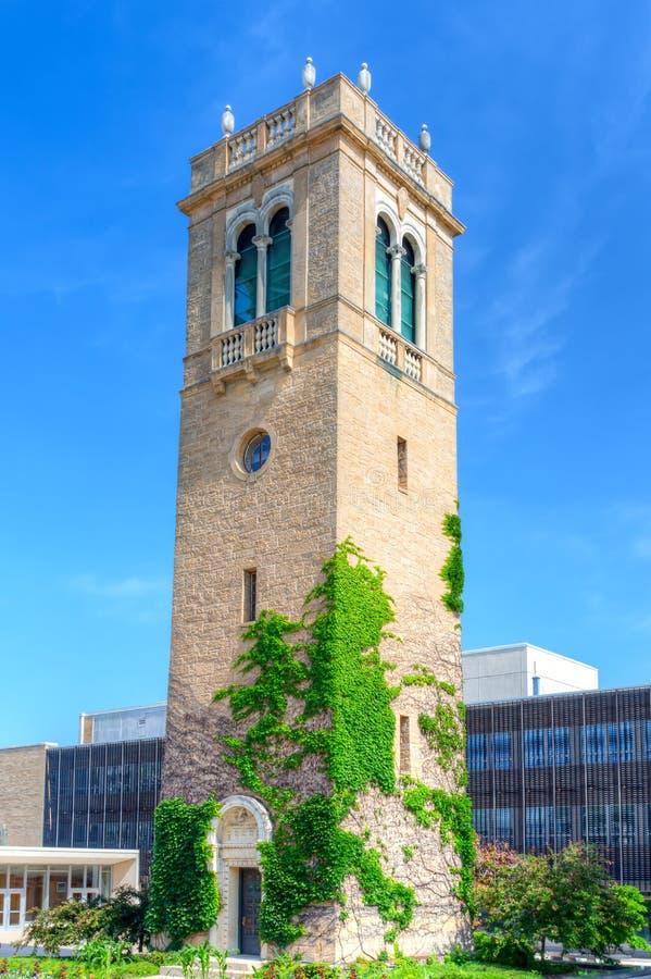 Torre del carillon sulla città universitaria dell'università di Wisconsin-Madi fotografie stock
