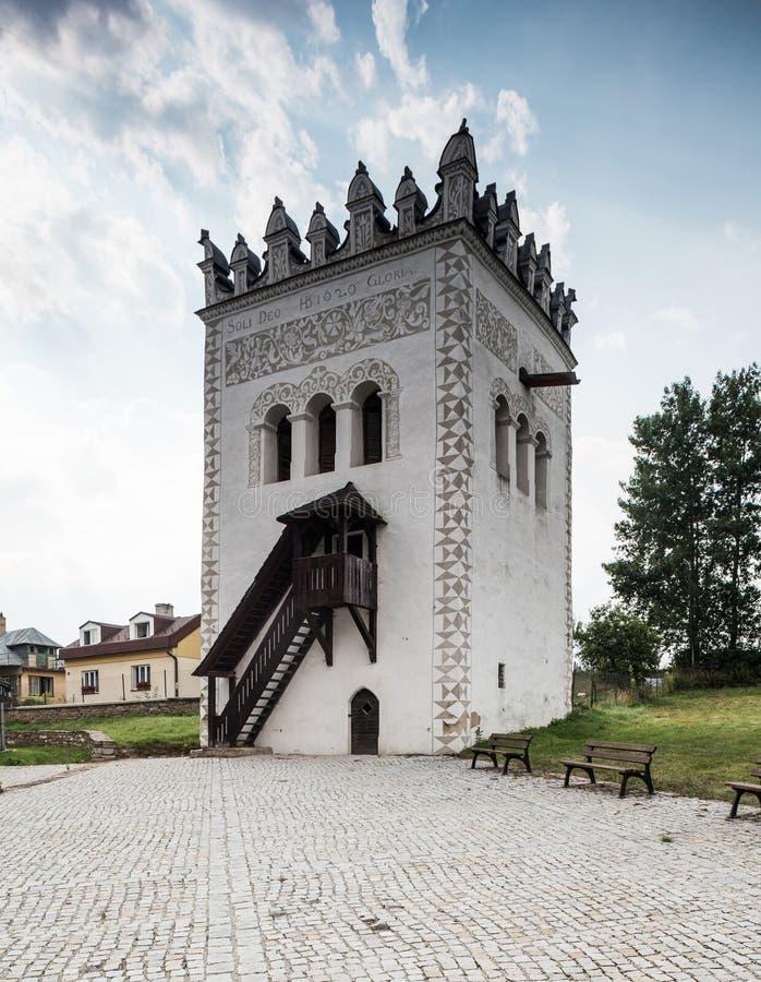 Torre del castillo de Strazky en Strazky, Eslovaquia imagenes de archivo