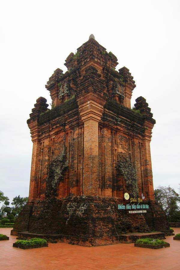 Torre del Cham en la montaña de Nhan en Tuy Hoa, Vietnam imágenes de archivo libres de regalías