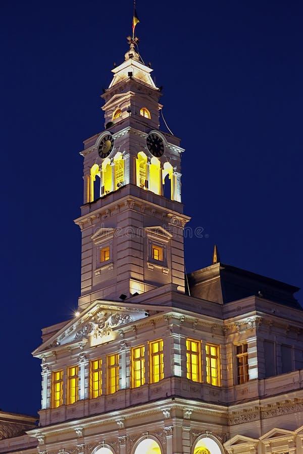Torre del comune dalla città Arad, Romania, illuminata fotografia stock