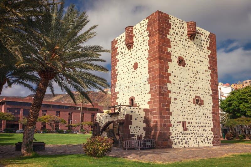 Torre del Conde é um militar-tipo castelhano fortaleza do século XV situado na vila do La Gomera do ¡ n de San Sebastià imagens de stock royalty free
